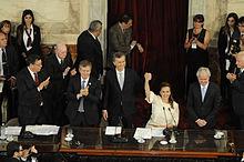 10 dicembre 2015: Mauricio Macrì (al centro) giura come 57º presidente dell'Argentina presso la Casa Rosada di Buenos Aires