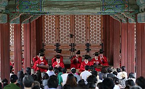 KOCIS Korea Changyeonggung Morning Gukak 20130817 04 (9561140284).jpg
