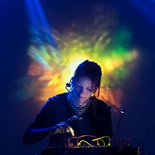 Kaitlyn Aurelia Smith Live Performance 26 March 2016 at Reims Cartonerie.jpg