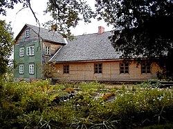 Kalāči - E. Veidenbauma muzejs pie Liepas 2001-09-02.jpg
