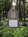 Kamienna Góra, pomnik Pionierów Ziemi Kamiennogórskiej na skwerze im. C.G.Langhansa SDC11579.JPG
