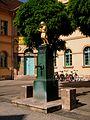 Karl-Liebknecht-Str., ehemal.Bürgerschule, Brunnen, Weimar.JPG