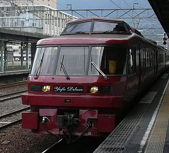 Yufuin no Mori - Image: Kiha 183 1000 Yufu DX Beppu 20040920