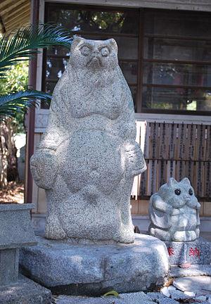 Awa Tanuki Gassen - Statue of Kinchō (Kinchō Jinja)