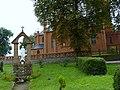 Kościół - p.w Św Katarzyny Aleksandryjskiej w Grylewie Kapliczka przed kościołem - panoramio.jpg