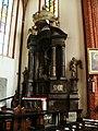 Konkatedra w Chełmży-barokowy ołtarz w transepcie.JPG