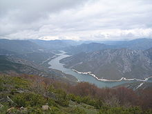 Photographie du lac de barrage de Kozyak