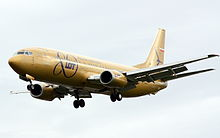 LOT Polish Airlines Boeing 737-400 SP-LLC, golden livery.jpg
