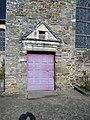 La porte laterale de l'eglise de chanteloup - panoramio.jpg