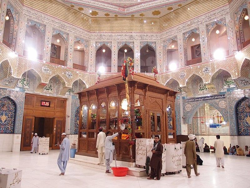 Lal Shahbaz Mazaar inside view 6.JPG