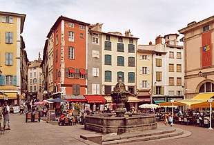 Le Puy en Velay Place Fontaine.jpg