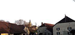 Le clocher surplombant le village.jpg