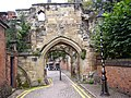 Leicester old Castle gateway - panoramio.jpg
