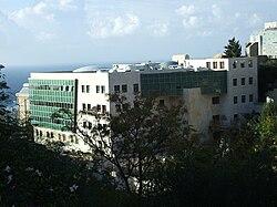 מרכז חינוך ליאו באק. מלפנים, מרכז לוקיי