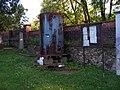 Libčice nad Vltavou, evangelický hřbitov, zásobník na vodu.jpg