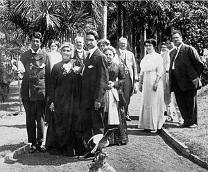 Joseph Kaiponohea ʻAeʻa - The Queen with her hānai sons ʻAeʻa and ʻAimoku and friends.