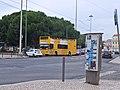 Lisboa, Praça Afonso de Albuquerque, ônibus amarelo.jpg