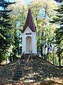 Liudvinavo bažnyčia, šventoriaus koplytėlė.JPG