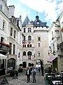 Loches-hotel-de-ville-et-porte-picois.jpg