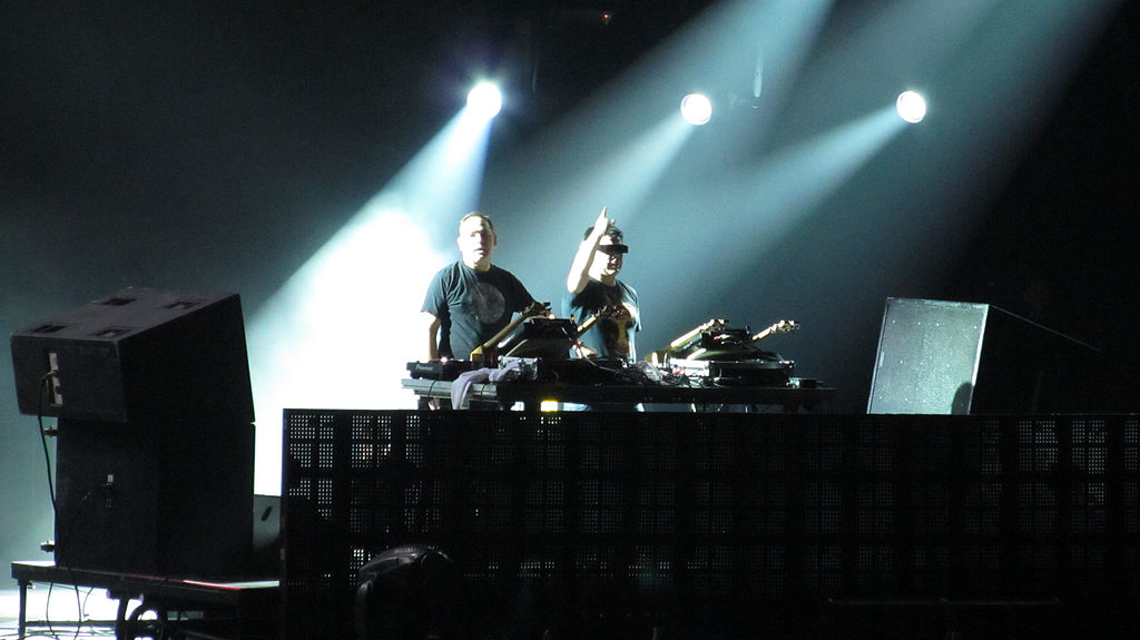 File:Lollapalooza Chile 2012 - The Crystal Method (7184526338).jpg ...