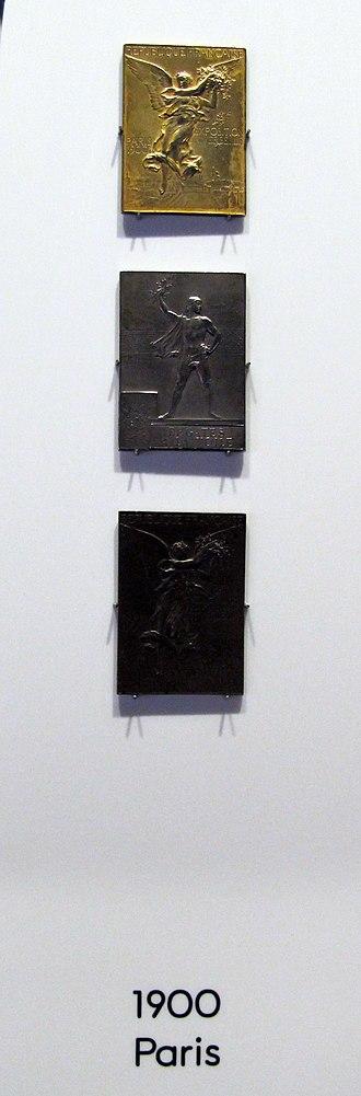 Olympic medal - Image: Losanna, museo olimpico, medaglie di 1900 parigi