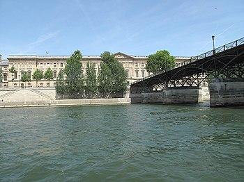 Français : Le Louvre et le
