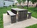 Lyon 8e - Square Jean de Torcy - Table pique-nique (mai 2019).jpg