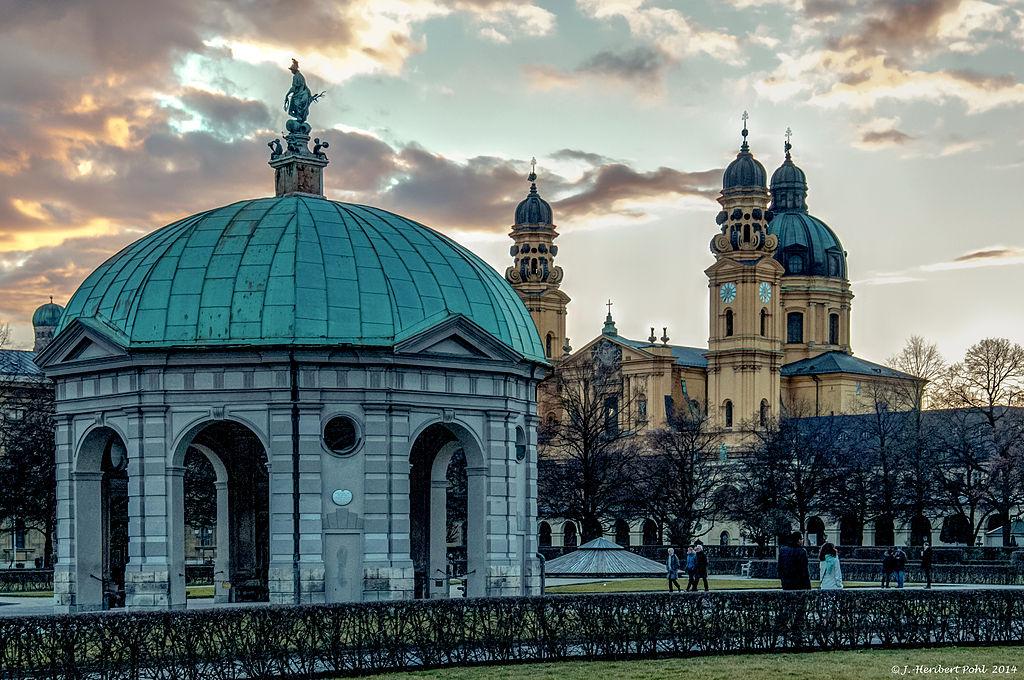 München, Kirche Skt Kajetan, (Theatiner Kirche) und Hofgarten Pavillon im Licht eines Winterspätnachmittages (12771517555)