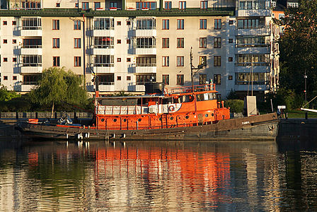 M/S Tampa in Norra Hammarbyhamnen, Stockholm. Tampa (former ST-742, ST=Small Tug) was built in 1944 by Tampa Marine Corporation i Florida. Solt to Finland 1949 and in Sweden since 1990s.