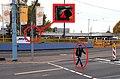 Mainz- Rheinallee- Ordnungswidrigkeit (Fußgängerin missachtet rote Ampel) 20.10.2013.jpg