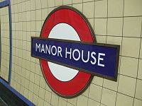 Manor House stn roundel.JPG