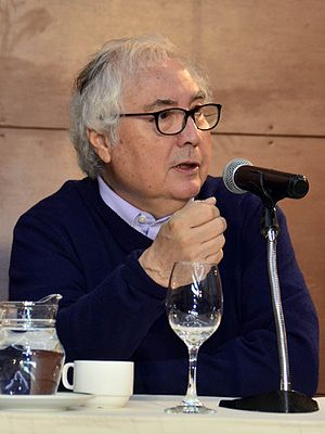 Manuel Castells - Castells during a conference on technology in La Paz.