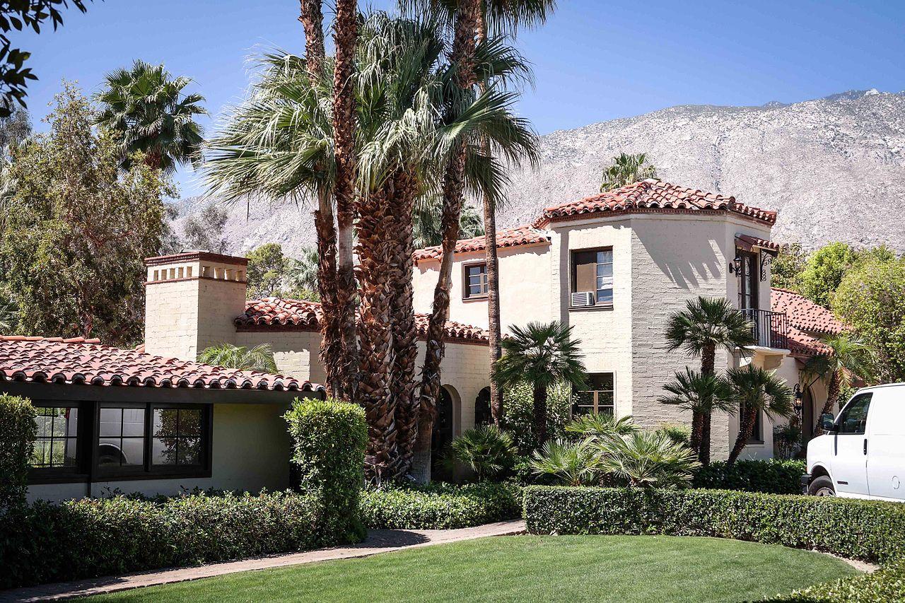 File marilyn monroe wikimedia commons for Marilyn monroe palm springs home