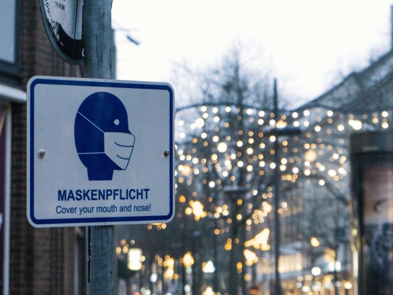 File:Maskenpflicht Schild Hamburg Mönckebergstraße.png