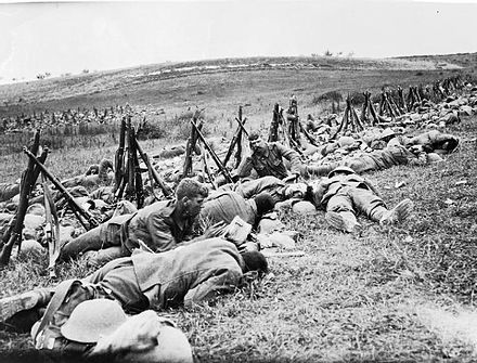 Men of the Royal Warwickshire Regiment resting during the Battle of the Somme 1916 - Royal Warwickshire Regiment