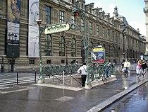 Metro palais royal guimard3.jpg