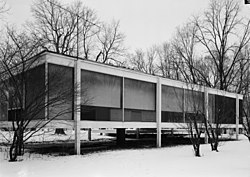 Mies van der Rohe photo Farnsworth House Plano USA 9.jpg