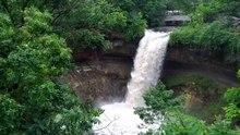 Dosya:Minnehaha Falls on June 22, 2013 - Video 1 of 4.webm