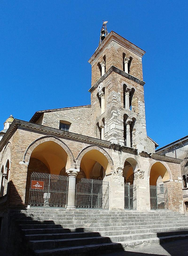 Minturno, collegiata di San Pietro - Facciata 1.jpg