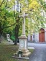 Modrý Kameň - kríž pri kostole.jpg