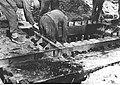 Montowanie podstawy do ciężkiego moździerza, front włoski (2-2301).jpg