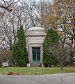Morris-Everett Crypt in Section 20 - Lake View Cemetery - 2014-11-26 (17539330252).jpg