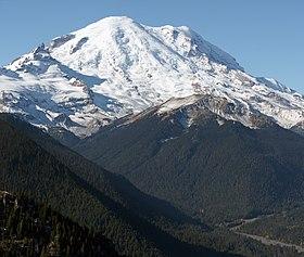 Le mont Rainier depuis l'est-nord-est.