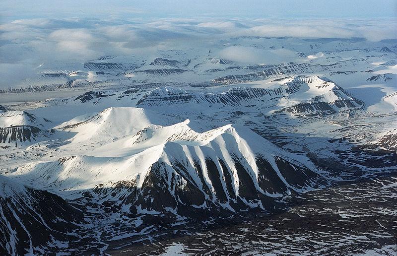 https://upload.wikimedia.org/wikipedia/commons/thumb/3/3d/Mountains_%28js%29_10.jpg/800px-Mountains_%28js%29_10.jpg