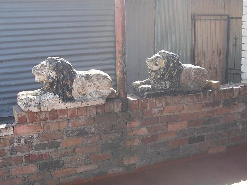 File:Mpanza Lions on wall of his house.jpg