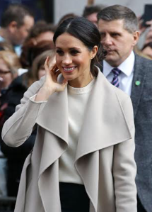 Ms. Markle visit Belfast's Crown Liquor Saloon (40078904835) (cropped).png
