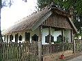 Népi lakóház a kisbajomi falumúzeumban.jpg