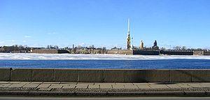 Река Нева. Вид на Петропавловскую крепость