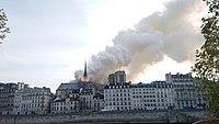 Notre-Dame de Paris, Incendie 15 avril 2019 19h02.49.jpg