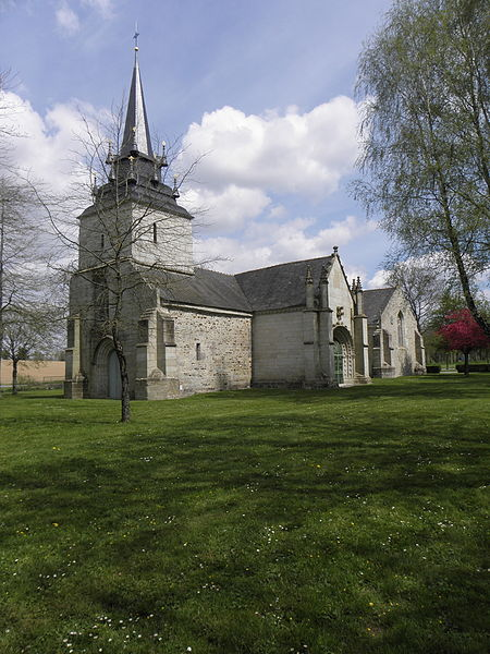 Chapelle Sainte-Noyale sise en Noyal-Pontivy (56). Façade occidentale et flanc sud.